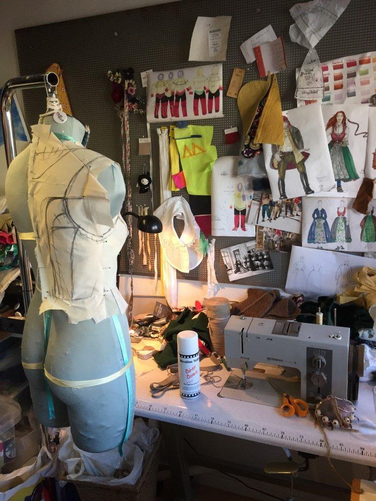 Kostymedesign krever godt håndverk.